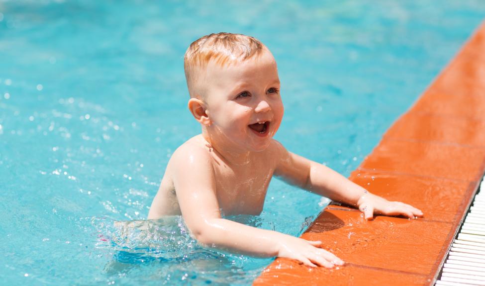 «Аквабейбик» — плаванье для детей раннего возраста и их родителей