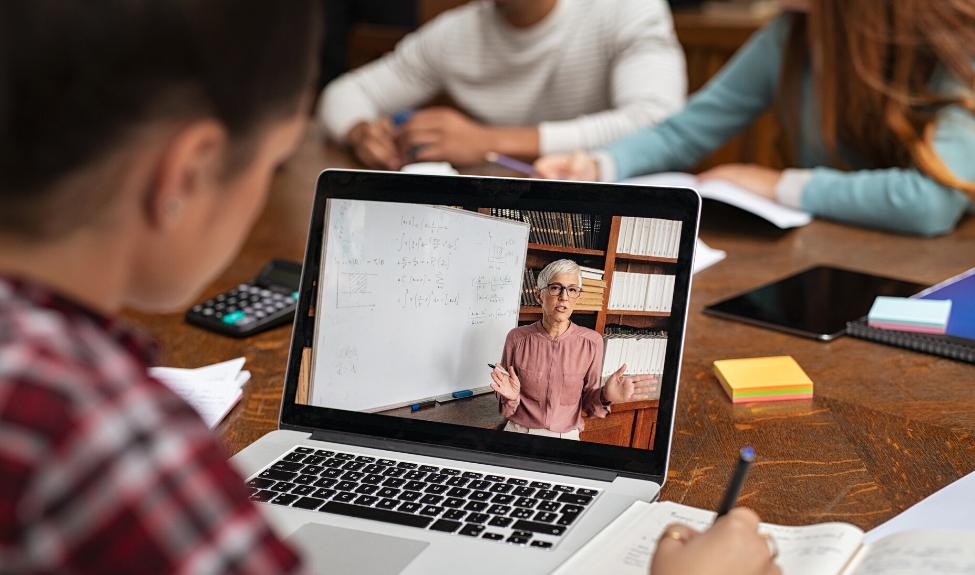 Более 2500 педагогов обучится цифровой дидактике в МЭШ