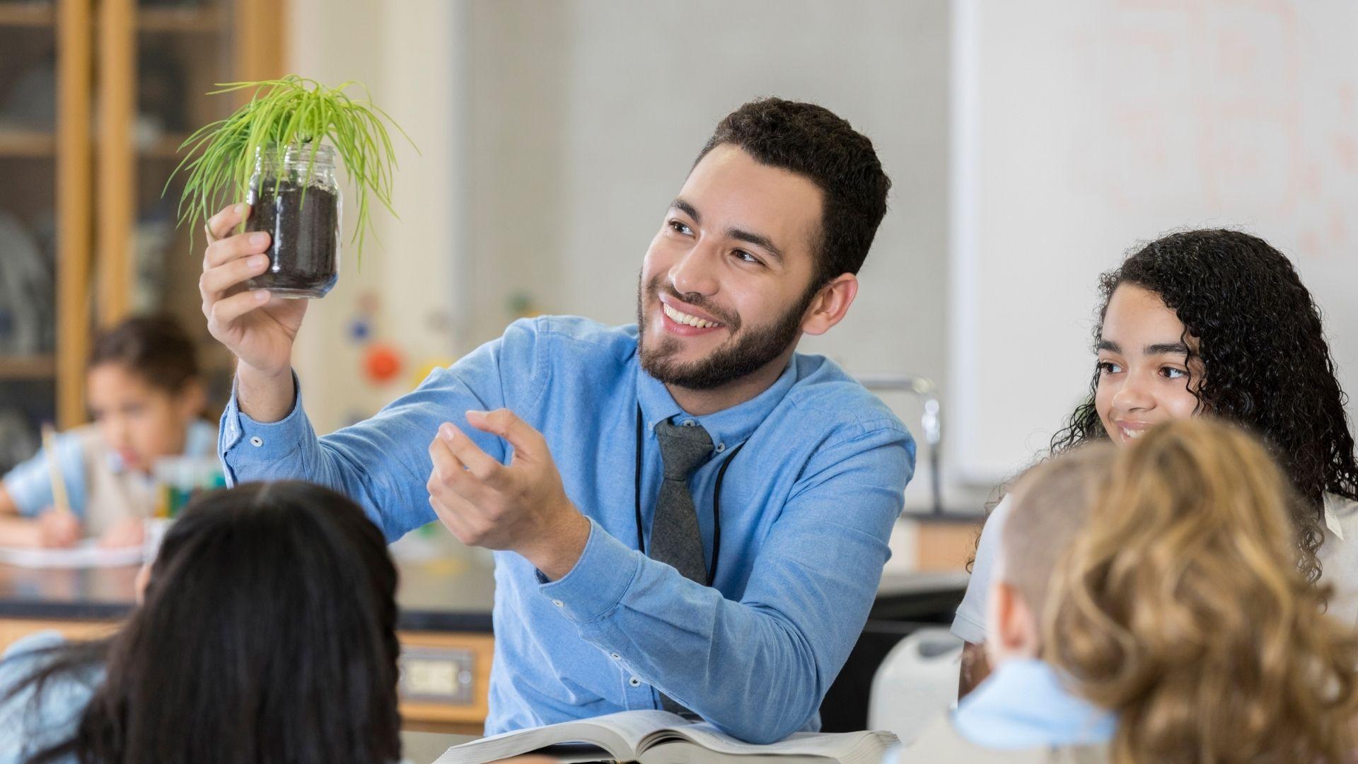 Учитель естествознания